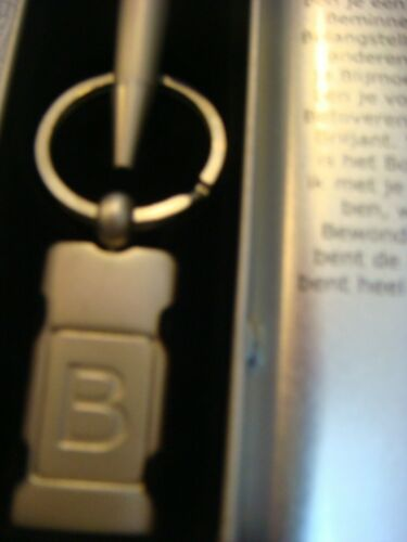 "Pen and Keyring gift set in silver tin letter /""B/"""