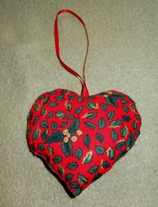 New-Hand-Finished-Red-Holly-Motif-Fabric-Heart-Christmas-Tree-Decoration