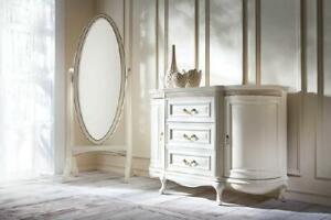 Klassischer Schminkzimmer mit Standspiegel und Kommode - Verona
