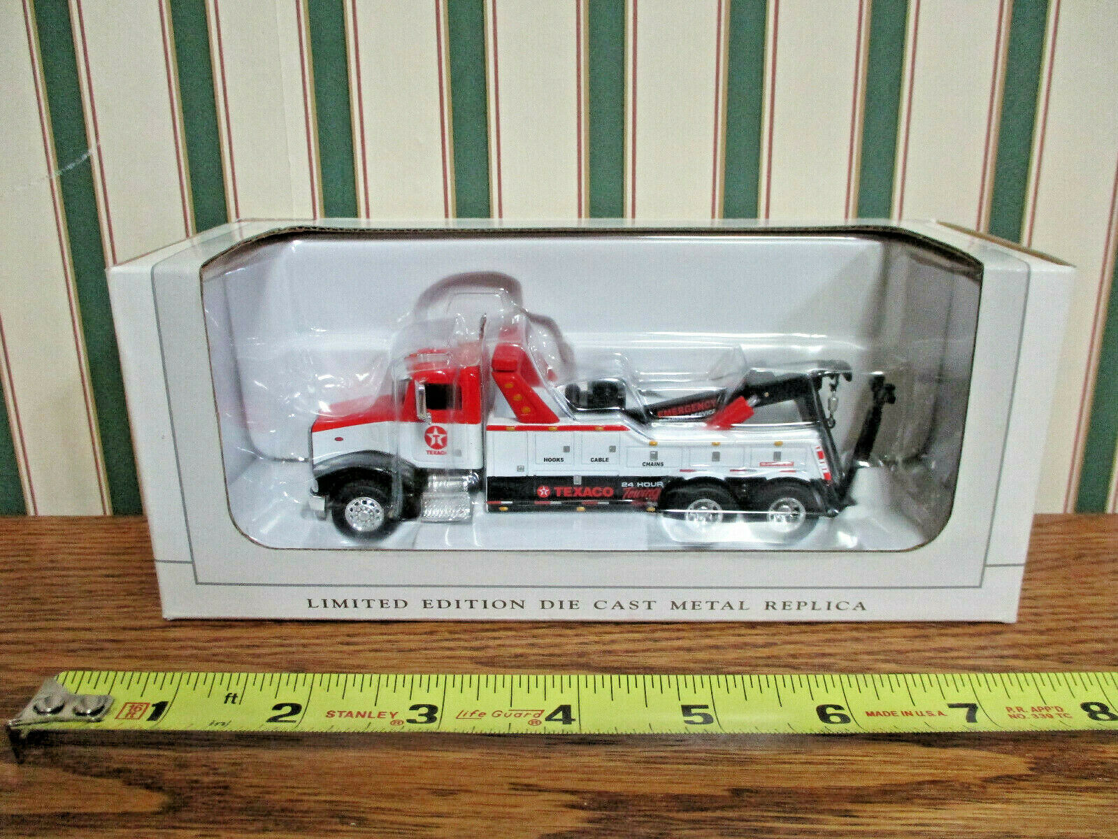Texaco 24 Hour Towing Peterbilt 385 Wrecker  By SpecCast 1 64th Scale