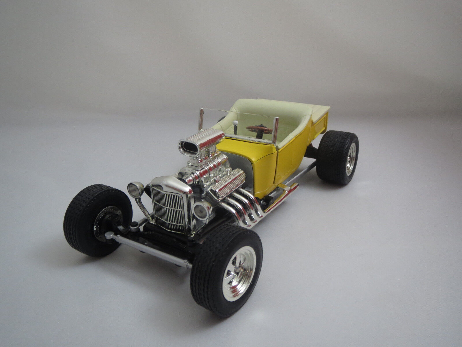 ERTL Racing Champions Ford  trademarks (jaune Cream blanc) 1 18 without VP.  pas cher en ligne