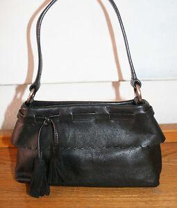 fbb26993e3449 Das Bild wird geladen FURLA-Tasche-suesse-kleine-Handtasche-Leder-schwarz- 100-