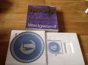 Wedgwood-Light-Blue-Jasper-Christmas-Plate-Boxed-with-Leaflet-1979