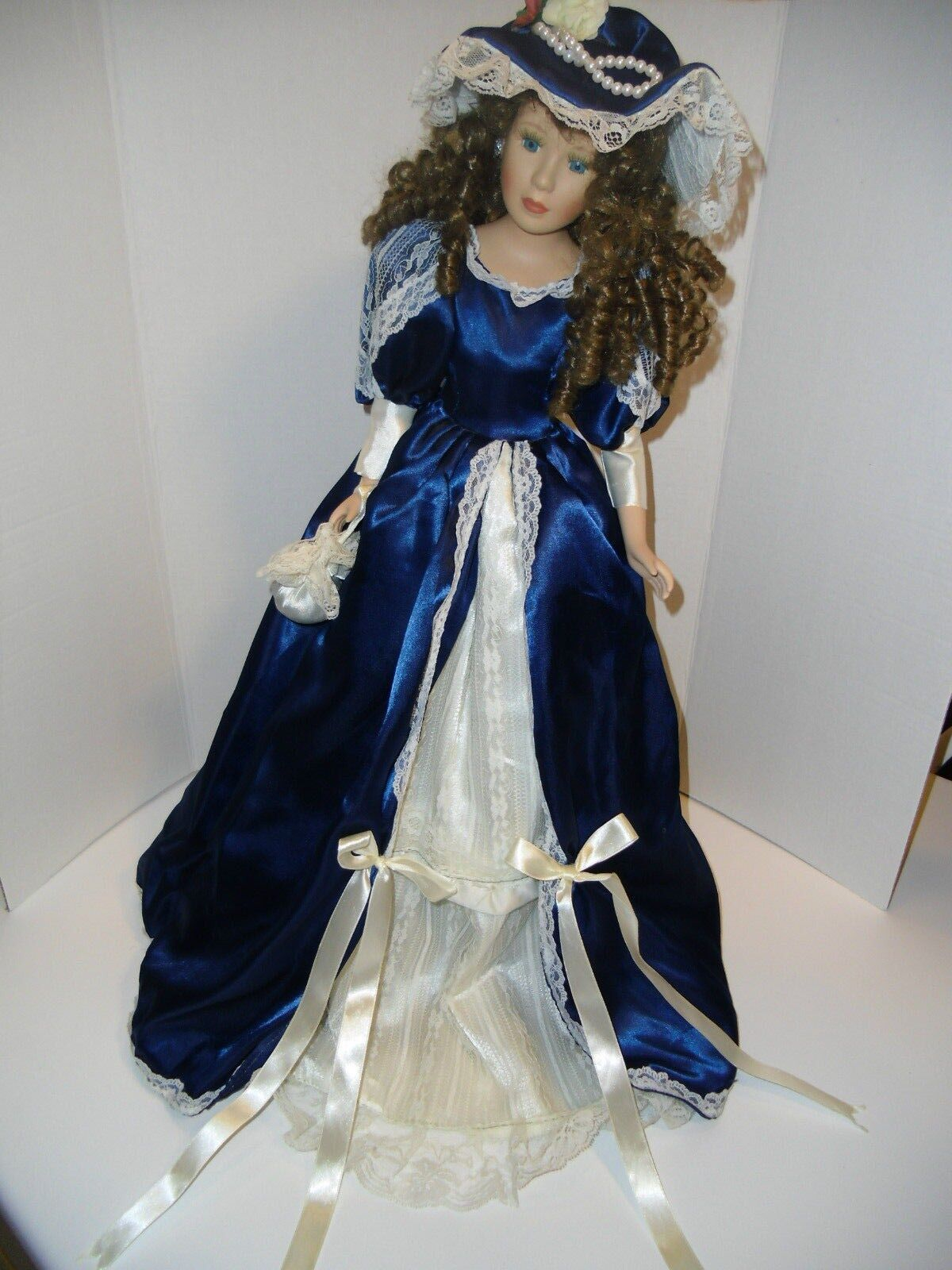 Holly's Collection 25  Porcelain Doll