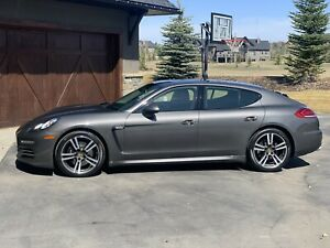 All wheel drive Porsche Panamera 4Edition