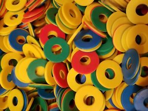 20-BRIGHTLY-COLORED-1-034-HARD-PLASTIC-RINGS-WASHERS-BIRD-PARROT-TOY-PART-CRAFTS