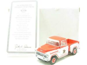 Matchbox-Collectibles-YVT04-Budweiser-1955-Chevrolet-Pickup-1-43-ESCALA-en-Caja