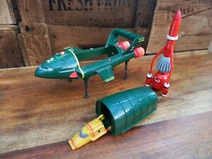 Thunderbirds-Thunderbird-2-y-3-barcos-vehiculos-decada-de-1990-Matchbox-era