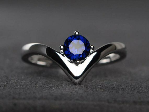 0.7ct Round bluee Sapphire Engagement Ring 14k White gold Finish Unique V Curved