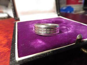 Schoener-800-Silber-Ring-Elegant-Designer-Retro-Rillen-Struktur-Duenn-Gehaemmert