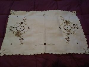 """Efficient Madeira Cutwork & Embroiderd Table Topper Or Runner 22 1/2 By 15 1/2"""" Tablecloths"""