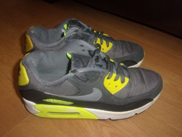 Nike Air Max Motion Trainers Size 5.5