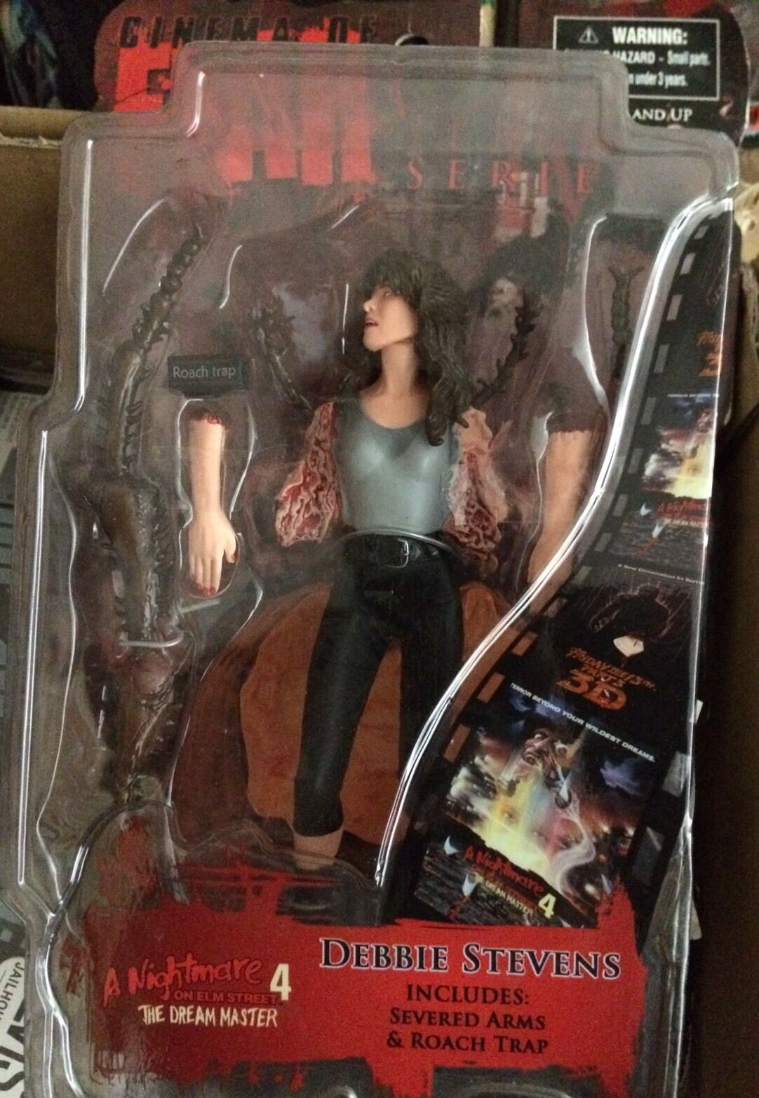 Mezco Cinema of Fear Ser 4 Nightmare on on on Elm Street Debbie Stevens Action Figure 80156c