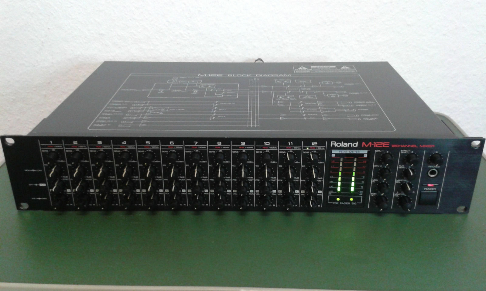 Roland M-12 E Rackmixer 12 Kanal Kanal Kanal Mischpult 2 HE 19  NP  700 - TOP s. Bilder 1914e1
