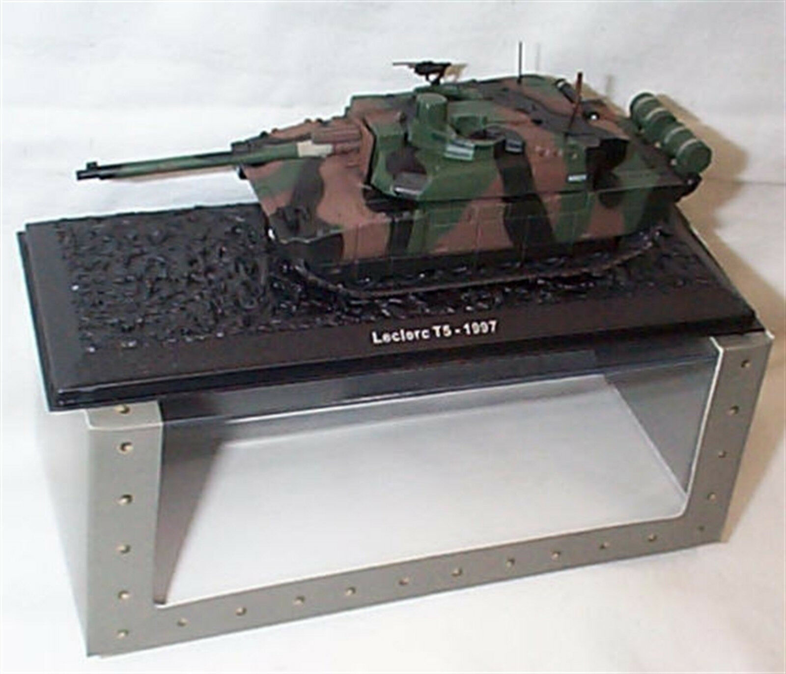 Leclerc T5 1997 Tank 1-72 scale new in case sealed