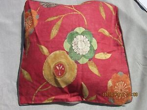 Cushion-cover-in-soft-linen-fabric-with-grey-suedette-pipping-19-inch-square