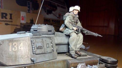 One Tankrider german figure mg scale 1:16 Resin kit 120 mm