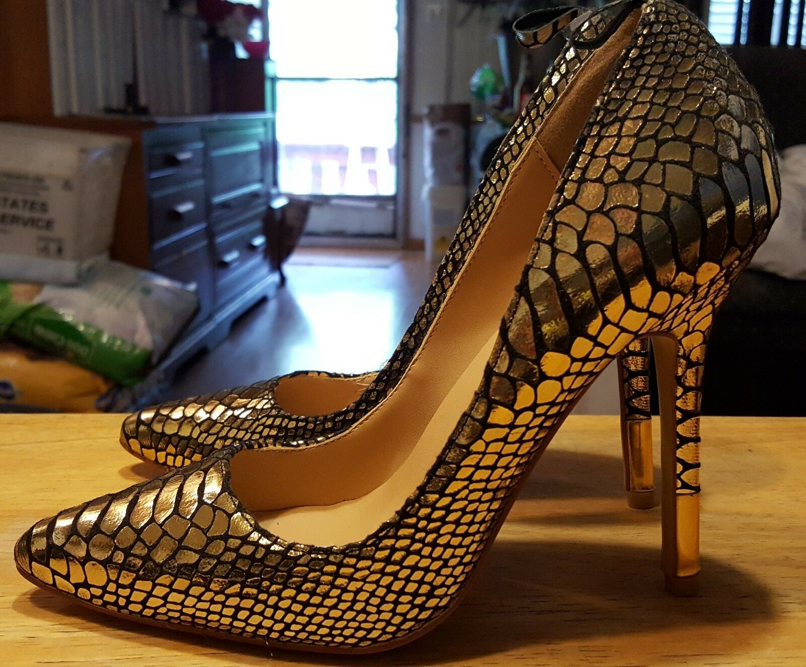 35ee1d3938314 Giuseppe Zanotti design heels ITALY gold alligator design design design size  (37)usa 6 1 2 74eb68