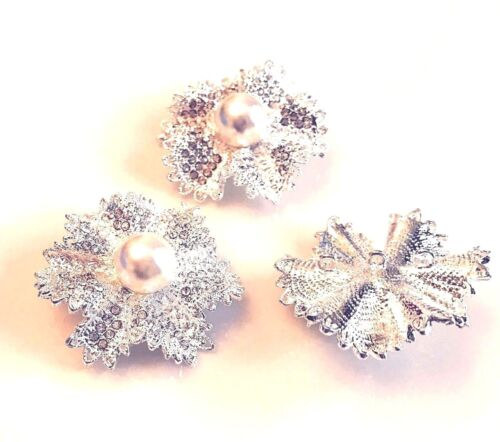 3 Strand 1//3 Rhinestone Flower Bead Connector With a Centre Pearl lady-muck1