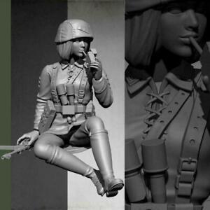 1-16-Resin-Figure-Model-kit-Female-Tanker-Crew-Soldier-Unpainted-Smoking-V8W8