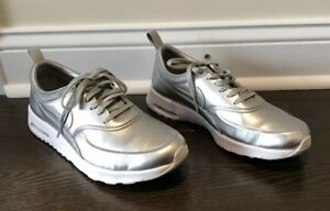 new styles 095cf 6c508 Image is loading NIKE-Air-Max-Thea-SE-Metallic-Silver-Special-