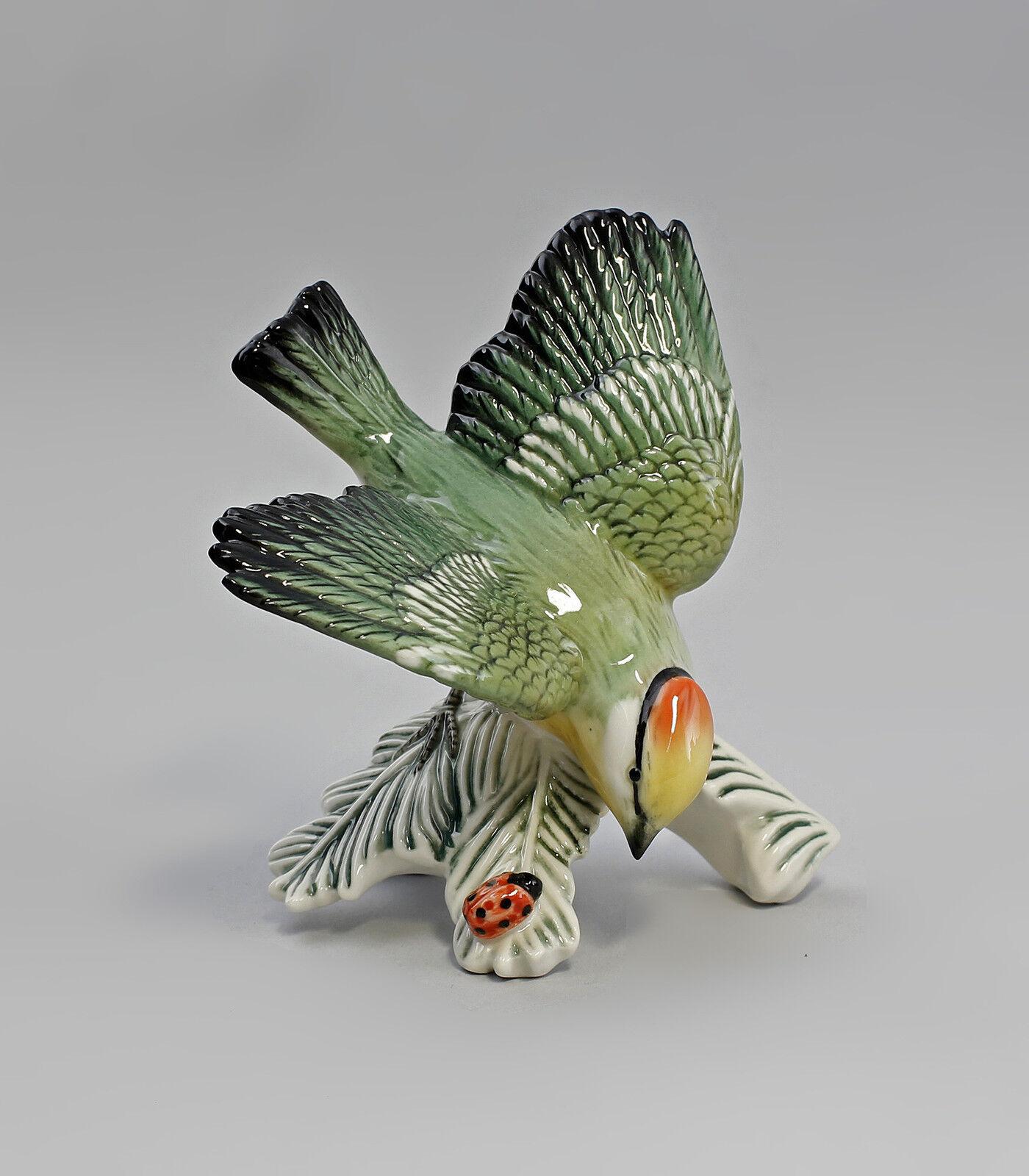 Porzellan Figur Vogel Goldhähnchen mit Käfer Ens 11x13x11cm 9941519