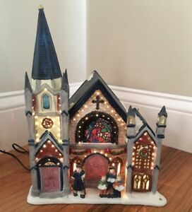 CHRISTMAS-VILLAGE-LIGHTED-HOUSE-PORCELAIN-CHURCH-CHANGING-LIGHTS