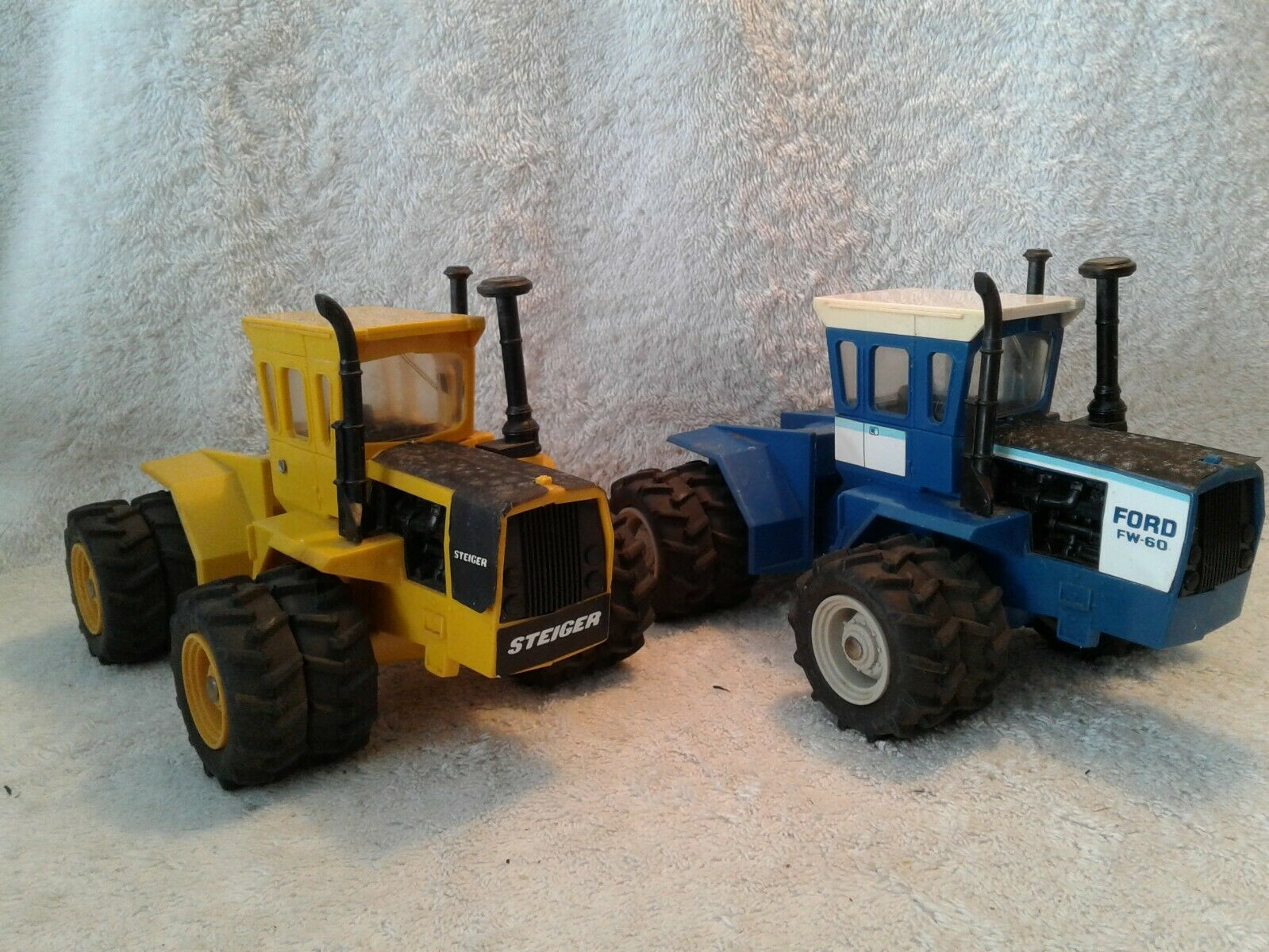2 Plastic 1 32 Ertl 4WD Tractors  Industrial Yellow Steiger Panther & Ford FW 60