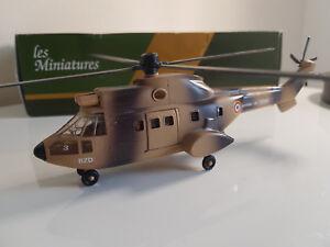 Rare-Solido-Helicoptere-Puma-sable-1-60-neuf