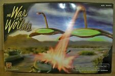 """(K) War of the Worlds """"War Machines Attack"""" model kit 1/144 scale #9002 -- NEW"""