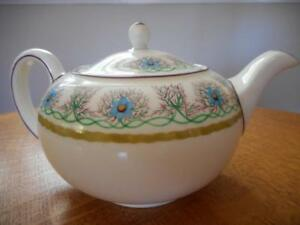 Wedgwood-forget-me-not-hand-painted-bone-china-24-bute-shape-teapot-W293