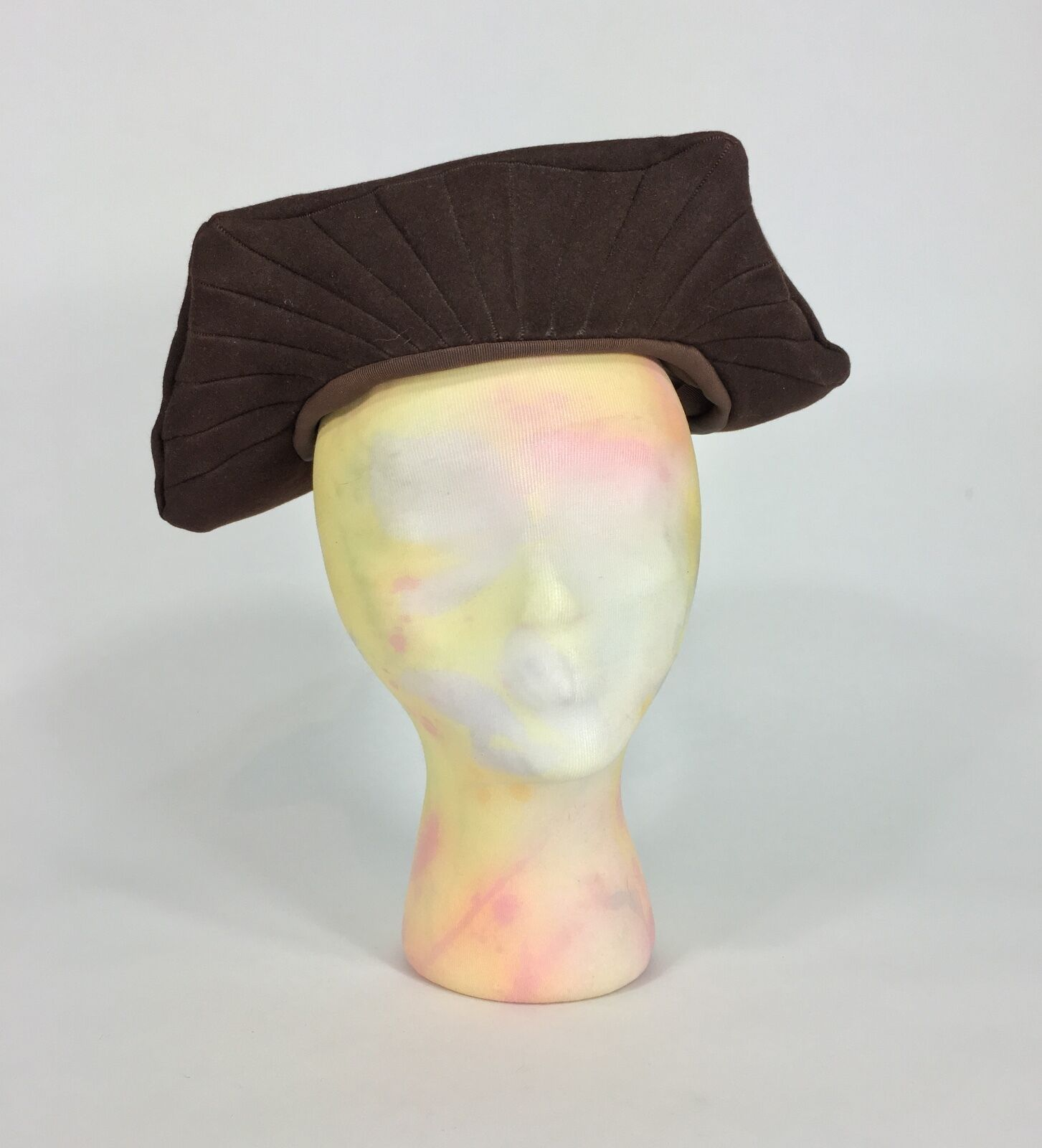 Vintage 1930's-1940's brown felted wool 'winged' hat w/Union label size 22.5 EXC