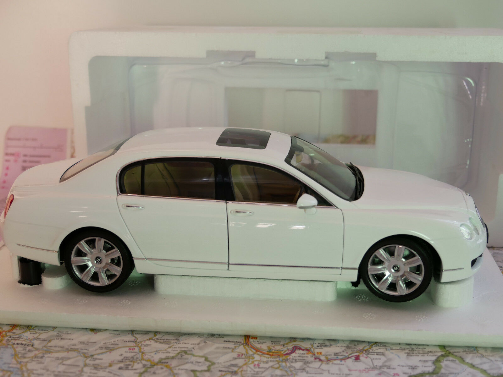 MINICHAMPS BENTLEY CONTINENTAL CONTINENTAL CONTINENTAL FLYING SPUR 2005  WHITE ART.100139461 1 18 NEW 65fce2