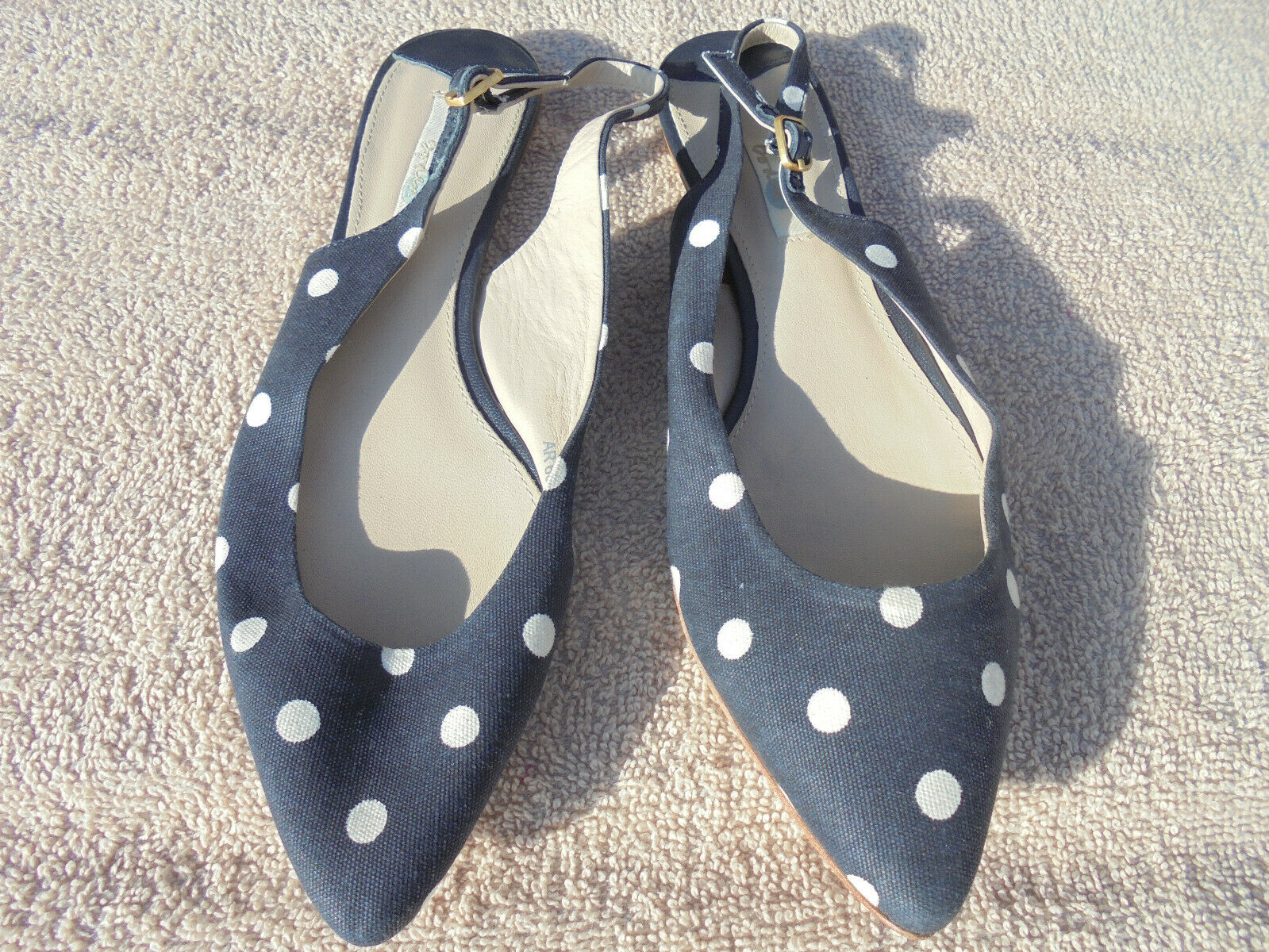 BODEN  GREAT VALUE POINTED NAVY+WHITE SPOT  SLINGBACKS SIZE 40.5 ==SIZE 6.5