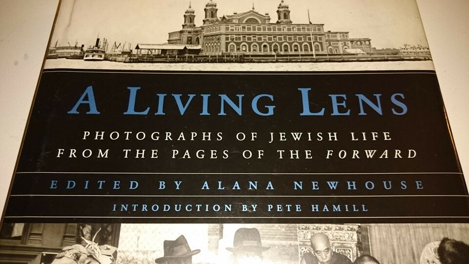 A living lens - Photographs of a Jewish life, emne: historie