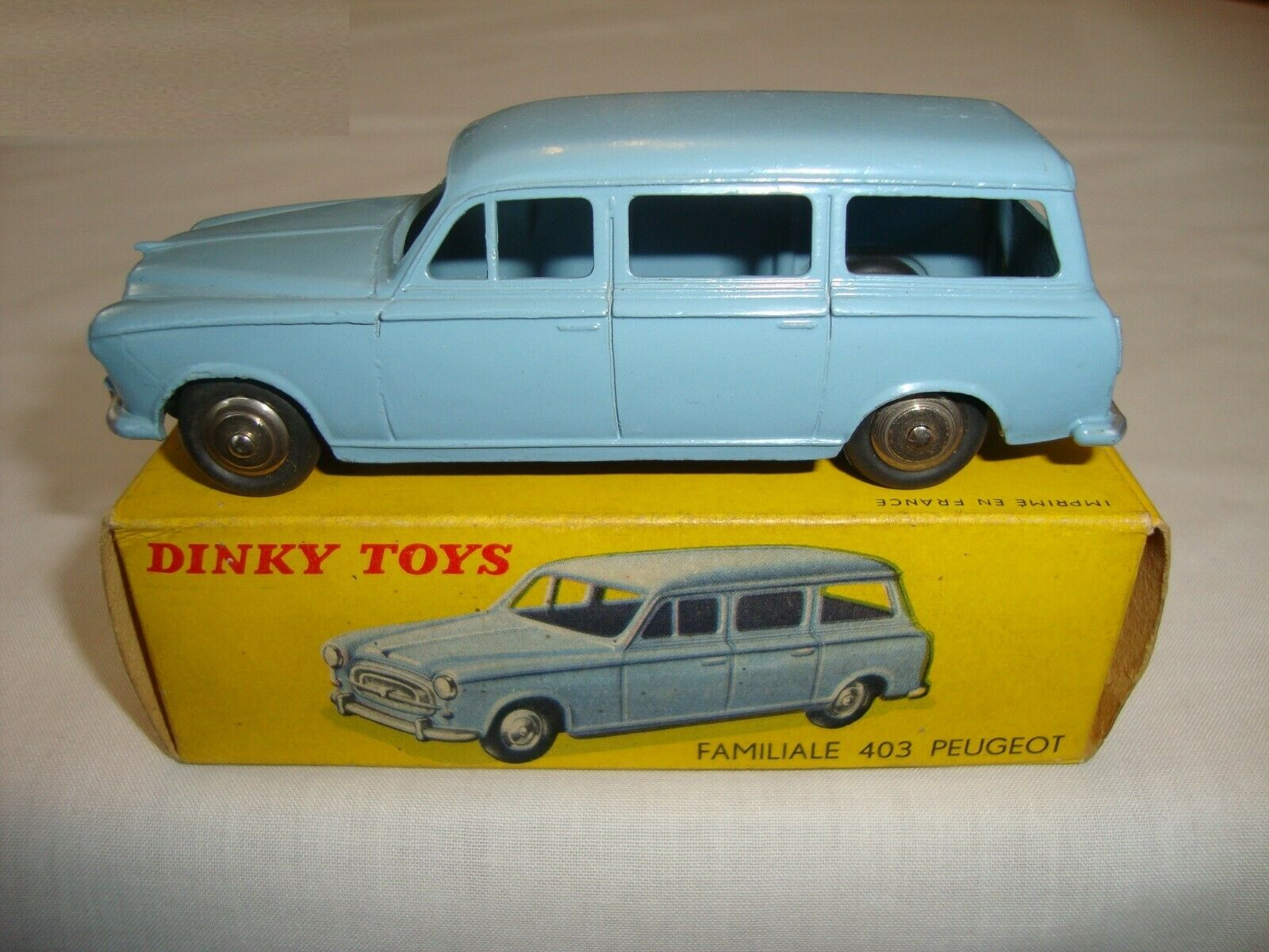 French Dinky 24 F Familiale 403 Peugeot-VN  Comme neuf in original box  marque célèbre