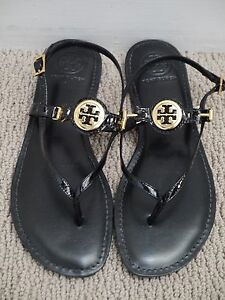 c8267a11267e85 NEW TORY BURCH Ali black patent leather gold logo detail flat ...