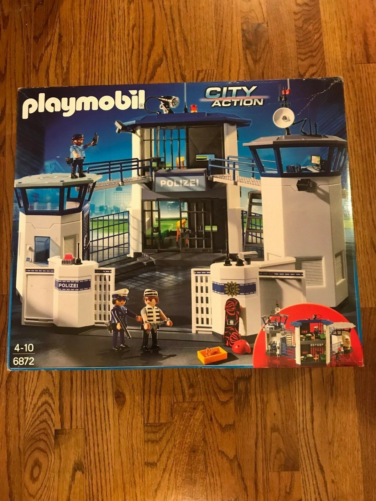 PLAYMOBIL 6872 Police command center with prison New but dinged box