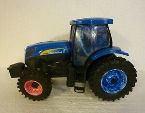 Ertl-New-Holland-T7040-Large-Size-Diecast-Tractor