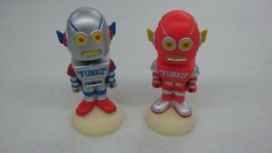 sports shoes 75bb6 bc67a Image is loading 2-Funko-Wobblebot-XR-3000-Robot-Bobble-Heads-