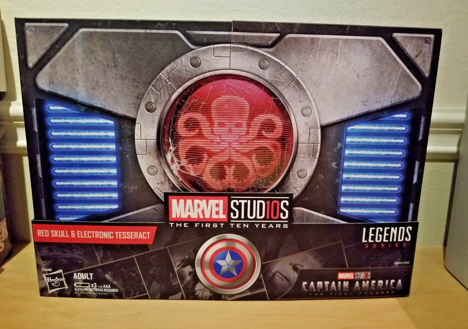 SDCC 2018 EXCLUSIVE HASBRO MARVEL LEGENDS RED SKULL & ELECTRONIC TESSERACT SET