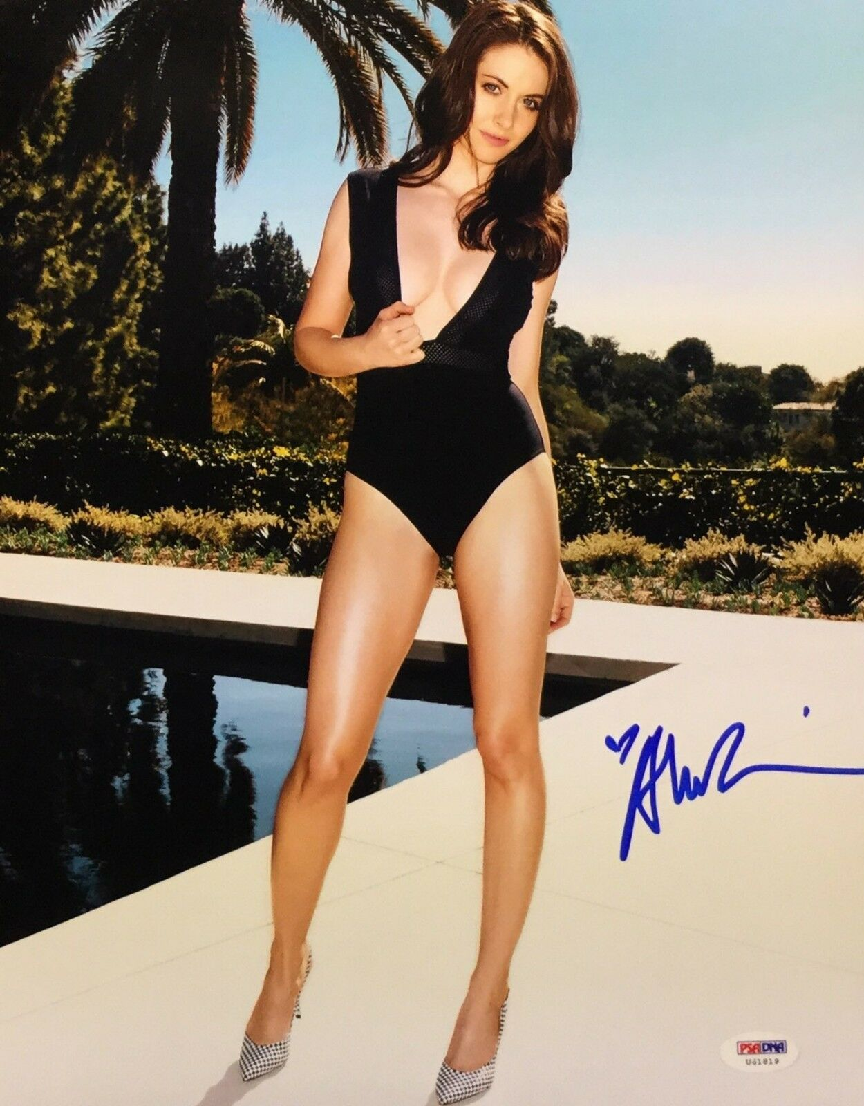 Alison Brie Signed 11x14 Photo *Actress *Model PSA U41819
