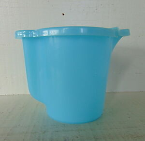 Vintage-TUPPERWARE-Creamer-Milk-Pitcher-jug-Pastel-Blue