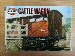 Airfix-02659-2-034-Cattle-Wagon-034-kit-OO-HO-gauge
