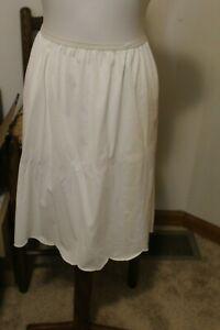 Vintage-Vanity-Fair-Half-Slip-Skirt-Nylon-Scalloped-Hem-1960s-Petticoat