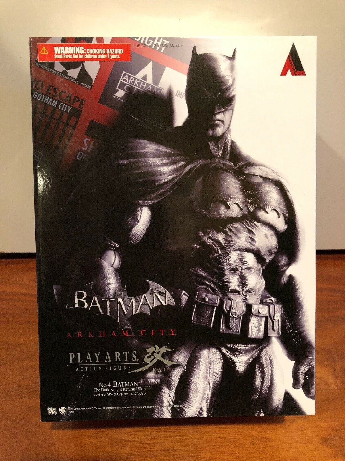 BATMAN ARKHAM CITY (DARK KNIGHT RETURNS, UNOPENED) PLAYARTS KAI (DC,Square Enix)