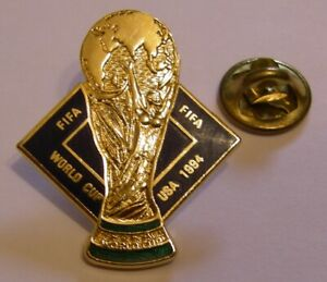 WORLD-CUP-94-USA-SOCCER-FIFA-CUP-vintage-pin-badge-Z8J