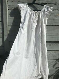 Belle Chemise De Nuit En Coton Lin Avec Broderies Monogramme T- P Blanche 1 Un RemèDe Souverain Indispensable Pour La Maison