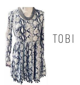 a14bf29501 Tobi Black and White Animal Print Long Sleeve Open Back Tie Back ...