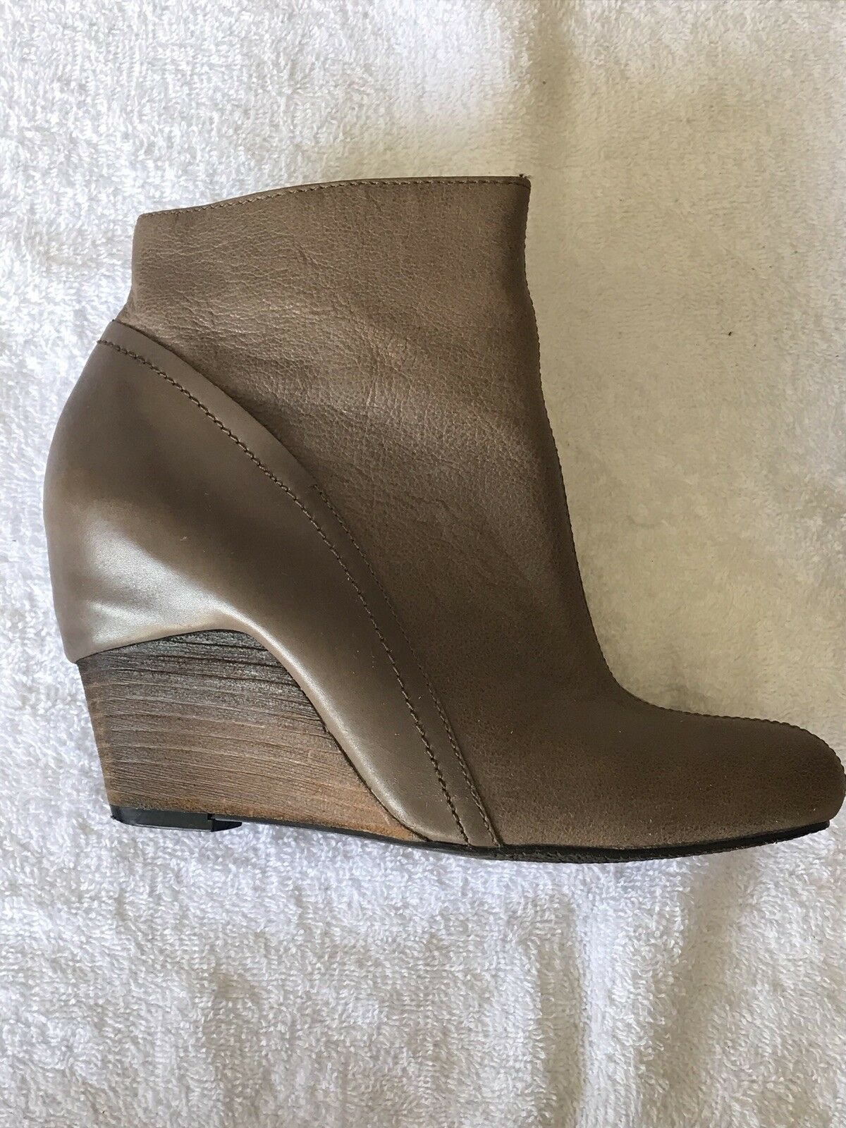 Vince Camuto Womens booties 7.5 leather